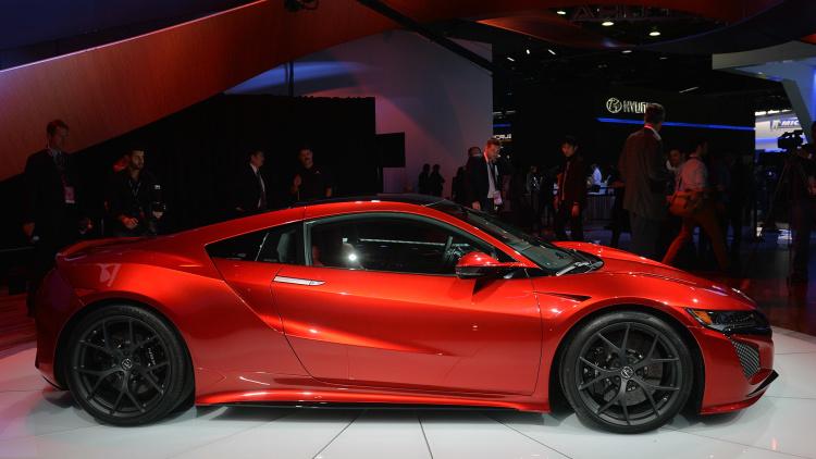 2016 Acura NSX side design