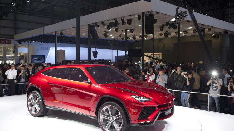 2017 Lamborghini Urus specs review